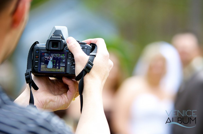 Five essential photography tools to bring at a wedding